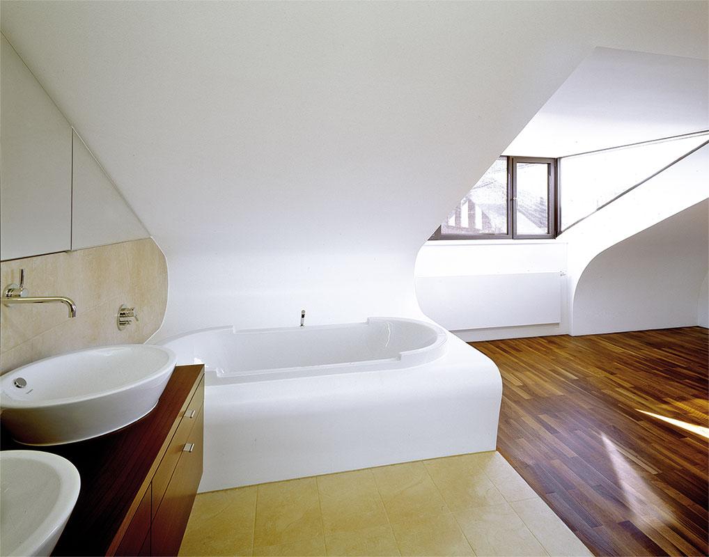 dachgeschossausbau schlafzimmer schlafzimmer komplett akazie lampe f rs tapeten gestreift. Black Bedroom Furniture Sets. Home Design Ideas