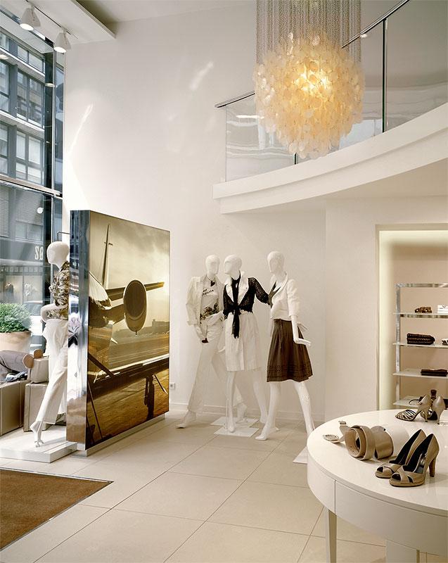 tina a man innenarchitektur m nchen laur l flagship store hamburg. Black Bedroom Furniture Sets. Home Design Ideas